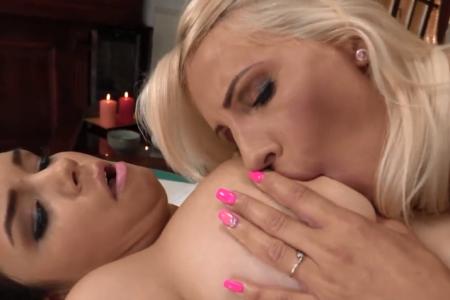 Lesbo masaža